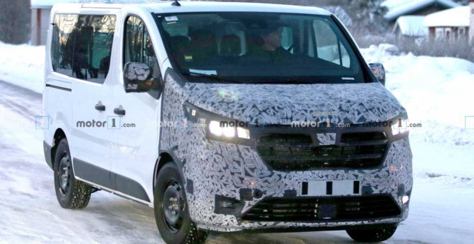 Renault Trafic Spied Getting Ready For Yet Another
